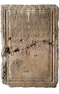 Pedestal d'estàtua. Segle II dC. Museu Nacional Arqueològic de Tarragona.